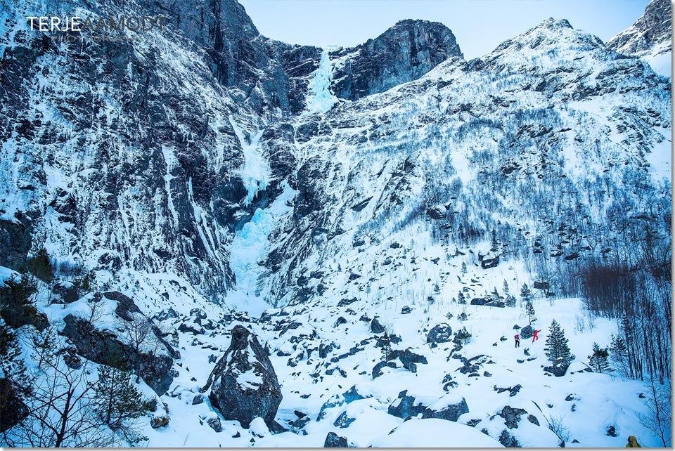 ice_climbing_mardalsfossen_0002.JPG