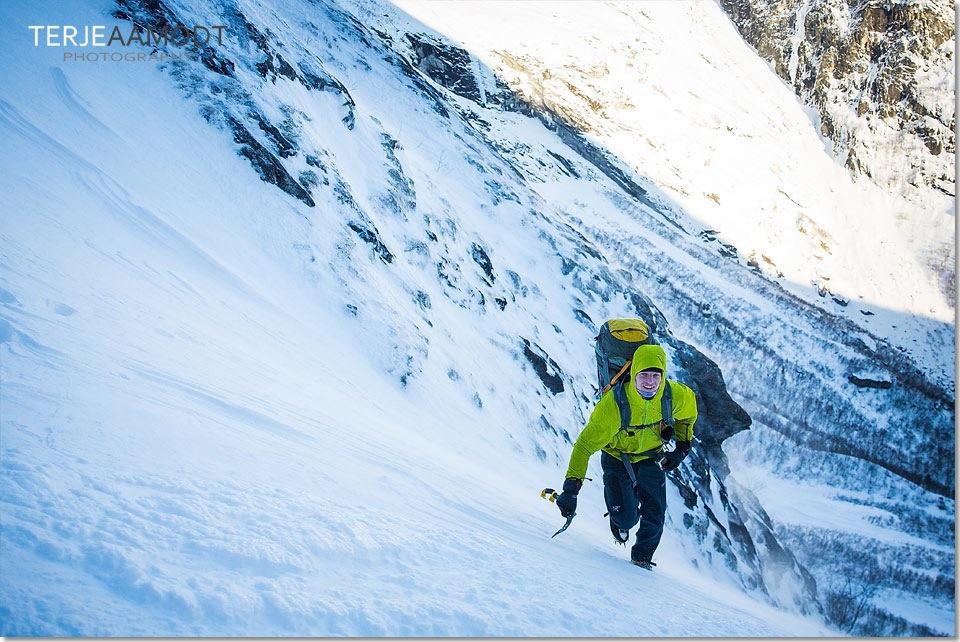 ice_climbing_mardalsfossen_0004.JPG