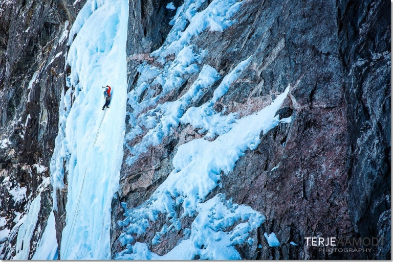 ice_climbing_mardalsfossen_0006.JPG