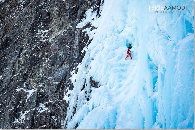 ice_climbing_mardalsfossen_0007.JPG