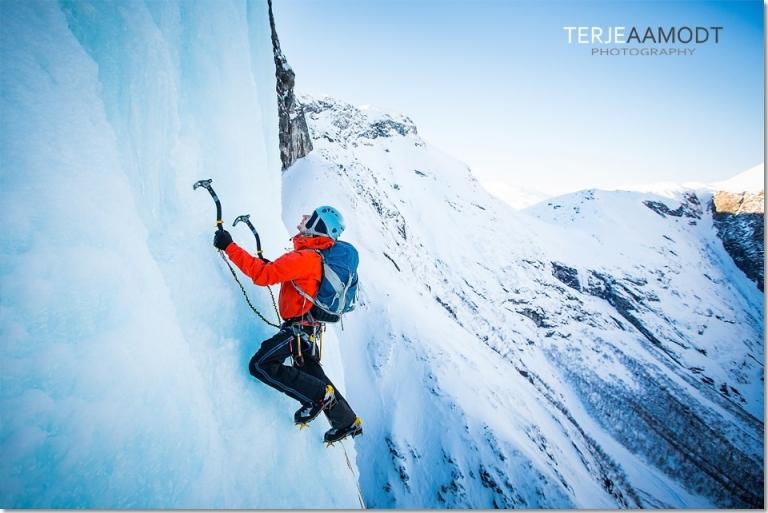 ice_climbing_mardalsfossen_0014.JPG